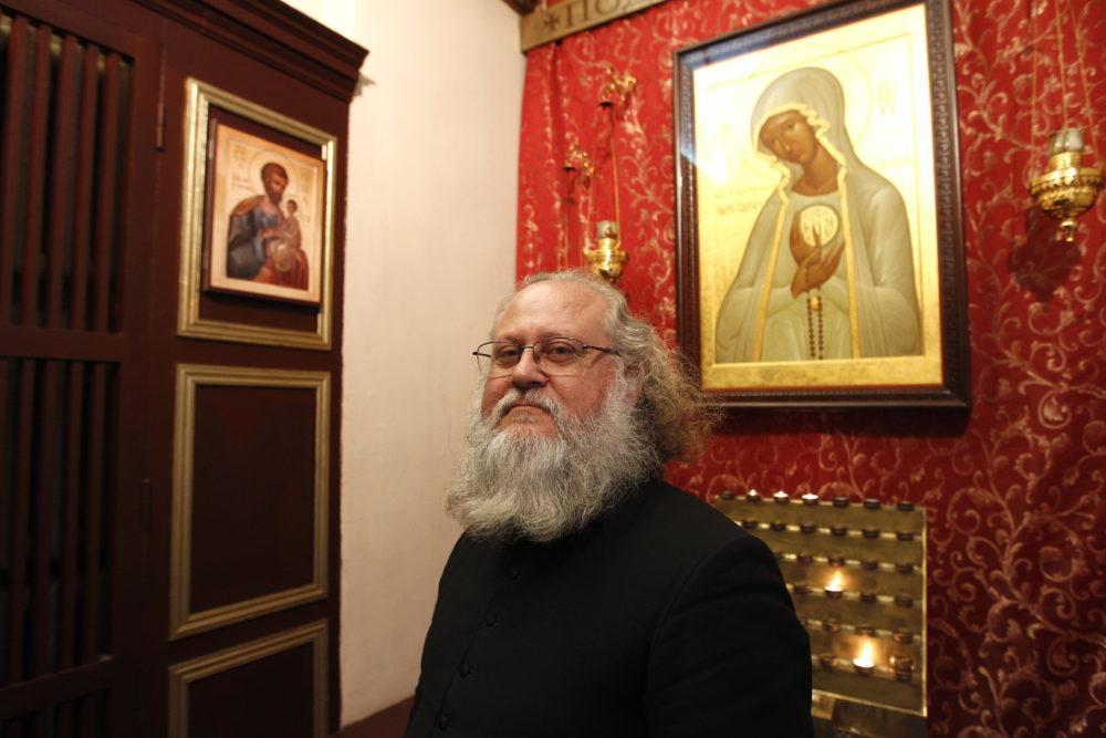 Настоятель прихода Сошествия Святого Духа - о. Александр Бургос